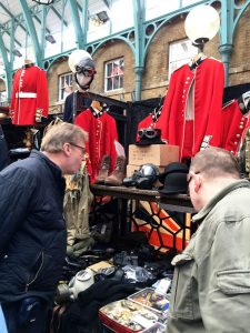 2016-03 LondonAntiquesAppleMkt_02